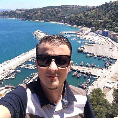 Belle vue de la montagne du port de stora