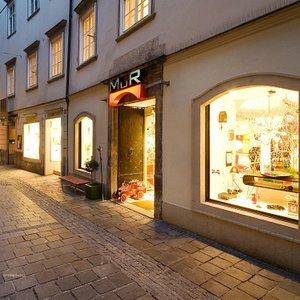 Der Design Shop liegt mitten in der historischen Altstadt von Graz