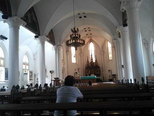 Suasana dalam Gereja selepas Misa Harian di pagi hari.