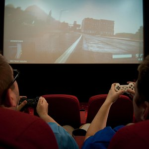 Play Xbox360 or PS3 in Cinema