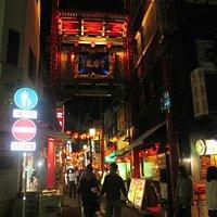 関帝廟通りから見た市場通り門