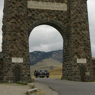 Yellowstone NP North Entrance: Roosevelt Arch