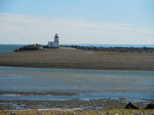 Parrsboro Lighthouse, western side of entrance to Parrsboro Harbour