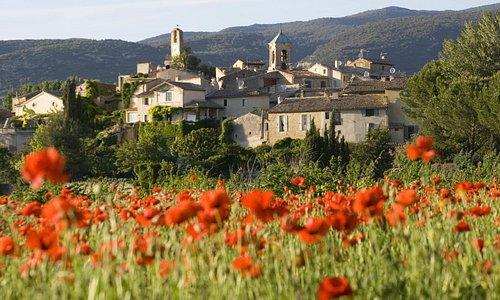 Village du Lubéron en mai