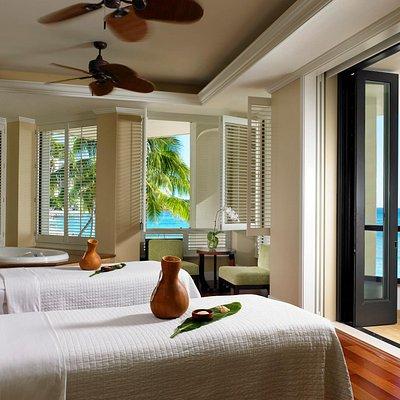 Couple's suite overlooking Waikiki Beach