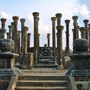 Medirigiriya Vatadage (entrance)