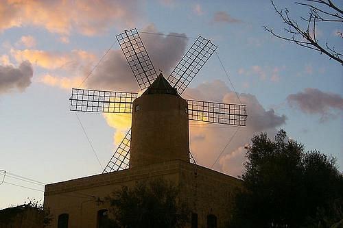 Ta Tandu Windmill form the Main Road