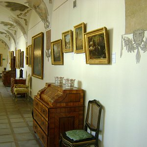 The corridors with the European painting