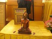 The Lifting Buddha which grants wishes is housed in a separate room at the back of the main hall