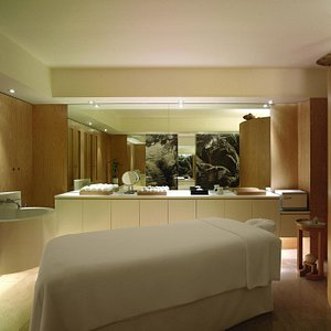 All our treatment rooms feature world-class design that projects a feeling of serenity