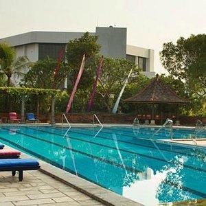 Spacious Swimming Pool