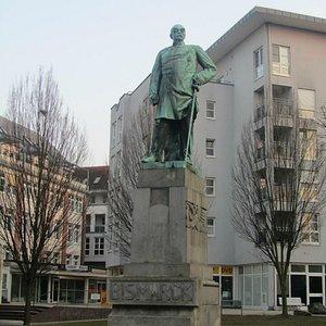 Otto von Bismarck mit  dem Blick auf Sozialamt