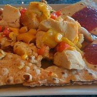 Fajitas di pollo con peperoni e mais marinati sulla birra