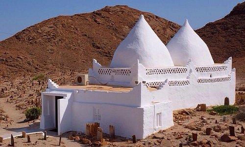 Tomb of bin ali mirbat Malek Nass Photography  www.maleknass.com