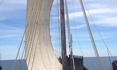 Medeltidskoggen Roter Teufel seglas hem till Frösåker Brygga, Västerås Historiska Skeppsmuseum
