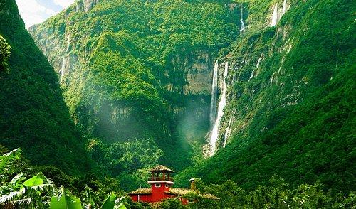 Pedra Afiada e cânion Malacara, com a cachoeira Gêmeas bombando!