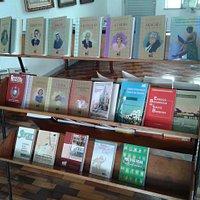 Literatura histórica à venda no local