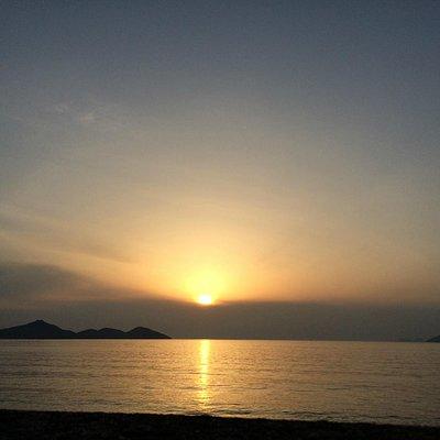 西浜海岸から望む夕陽