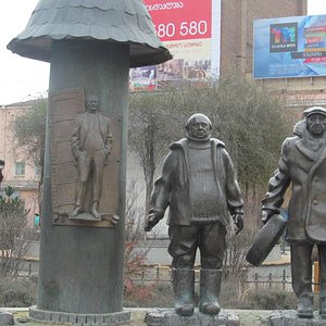 Памятник в районе Авлабари