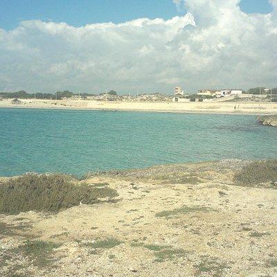 Il mare nei pressi di torre Zozzoli
