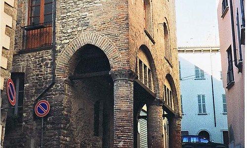 Esterno del Palazzo con gli antichi portici