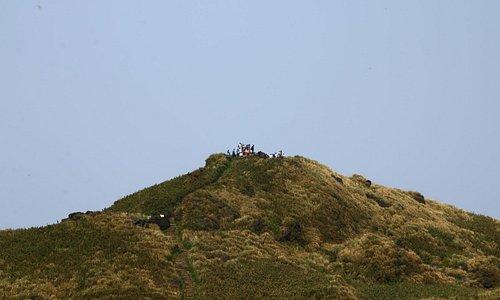 遙望台北第一高峰--七星山頂