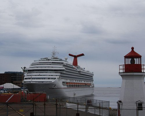 Carnival Glory behind the Coastguard Harbour Lighthouse