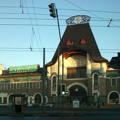 Вид на вокзал с Комсомольской площади