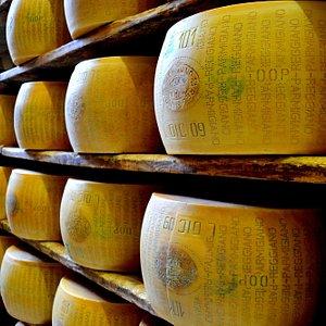 Parmigiano Reggiano delle Vacche Rosse in magazzino