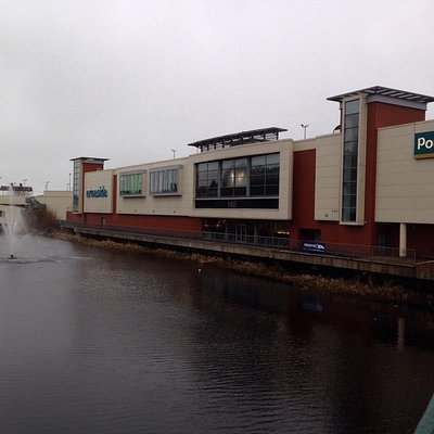 The shopping centre on the lough