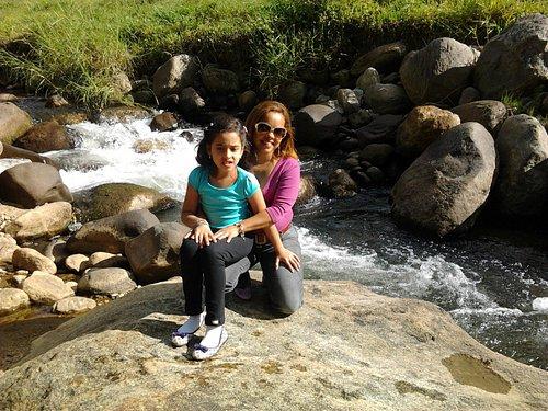 O rio com as pequenas cachoeiras