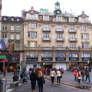 Lucerne - Schwanenplatz (Schweizerhofquai) - Tourist hub