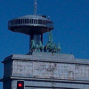 Cerca del Arco de la Victoria.