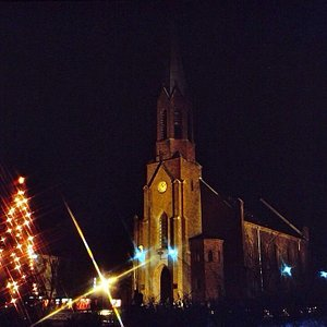 En julepyntet kirke
