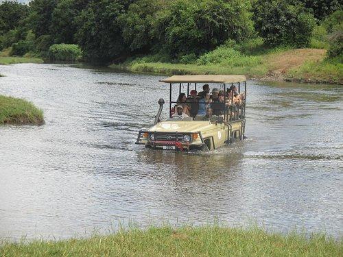 Crossing the Zambezi by Land Rover!