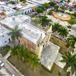 Iglesia y parque de Santa Ana
