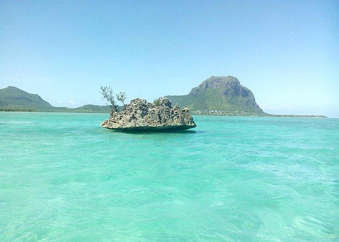 la roche cristal près de l'île aux bénitiers