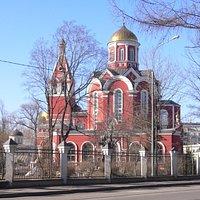 Храм в Петровском парке