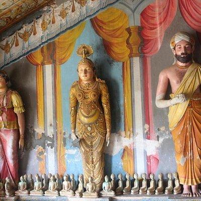 Wandgestaltung im Tempel Yatagala Raja Maha Viharaya