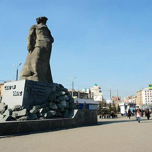 Памятник Сказ об Урале