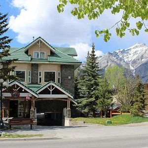 Nestled at the base of the mountains our cozy hostel is a perfect home base in Banff.