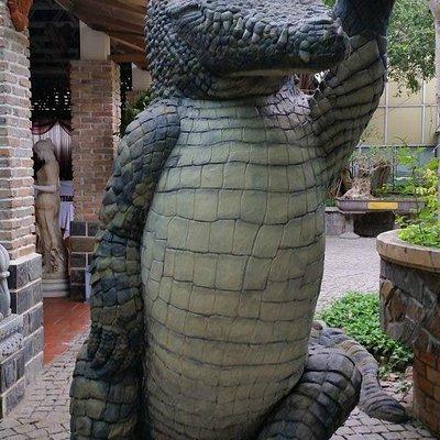 "croc ""statue"""