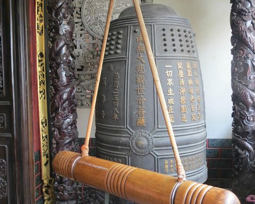 Chua Van Phat - Temple of Ten Thousand Buddhas