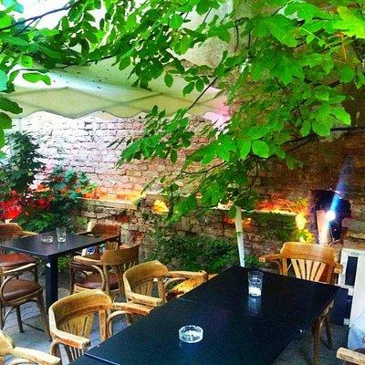 Woanders Bar Berlin Neukölln - Gartenidylle