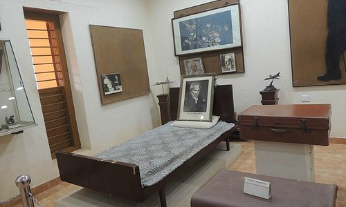 Bed used by VK Menon
