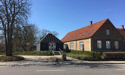 Skanderborg Museum ligger i den sydligste del af centrum