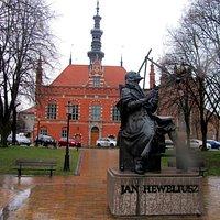Hevelius vor dem Altem Rathaus in Danzig