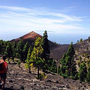 vistas del volcan san martin con la gomera de fondo.