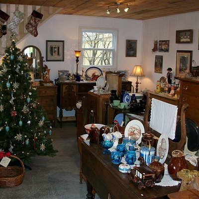 We turn into a Christmas shop in the fall!