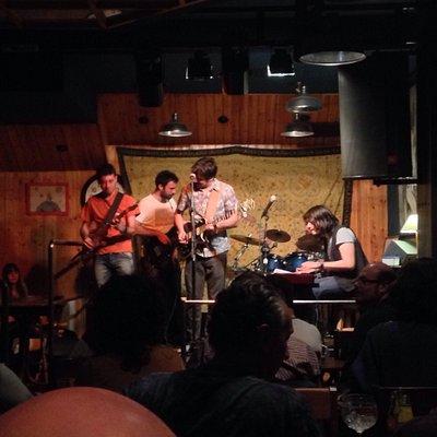Actuación en directo de la Memphis Train Blues Band.